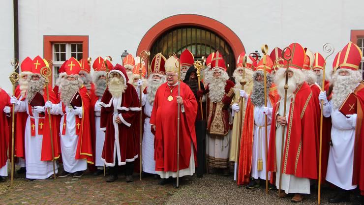 Bischof Markus Büchel (ohne Bart) an der Samichlaus-Synode in Wislikofen.