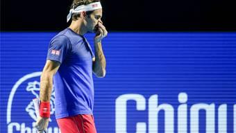 Nein, Schnupfen hat Roger Federer nicht. Doch weil Stan Wawrinka nicht zum Schweizer Viertelfinal antrat, konnte der Lokalmatador am Freitag nur trainieren.