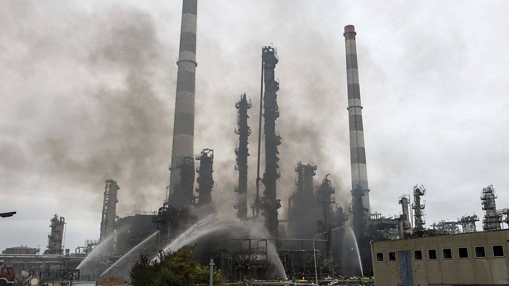 Die Explosion und der Grossbrand im bayrischen Vohburg richteten auf dem Raffinerie-Gelände und in umliegenden Orten schwere Schäden an.