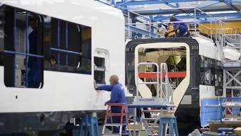 Der Zughersteller Stadler wartet beim Bau seiner Gotthard-Schnellzüge auf die Lieferung der Zugsicherungssysteme von Siemens.(Archivbild)