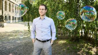 Warum sind Seifenblasen kugelförmig? ETH-Professor Alessio Figalli fand eine mathematische Antwort.