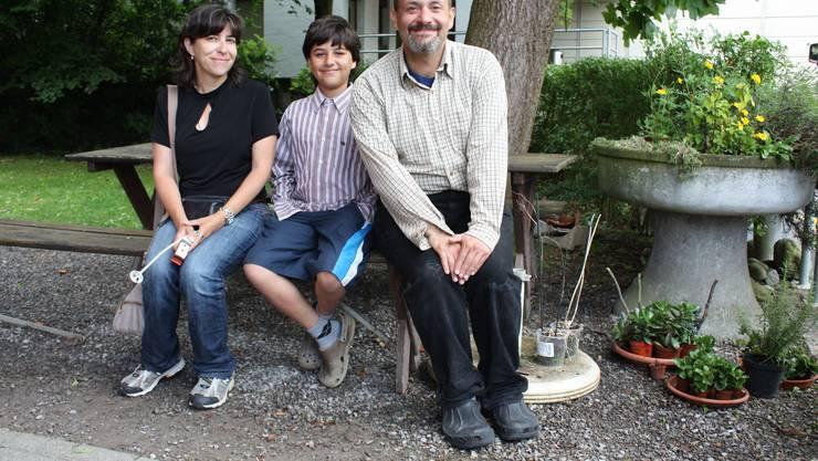 Caroline und Cristiano Zimeri mit Sohn Michael schalten zwei Stopps in Baden ein.