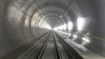 Der erste Zug ist durch den Gotthard-Basistunnel gefahren