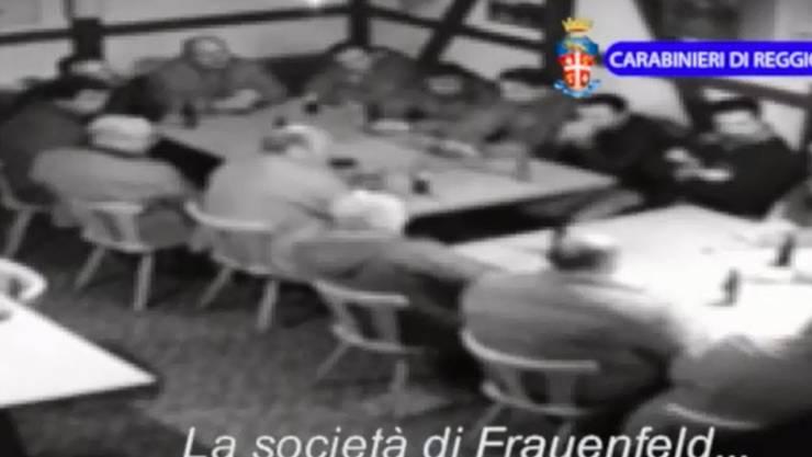 Auf einem Video, das die kalabresische Polizei ins Internet stellte, sollen Mafiosi zu sehen sein. Viele Rechtshilfeersuchen zur organisierten Kriminalität beschäftigten 2016 das Bundesamt für Justiz. 13 mutmassliche 'Ndrangheta-Mitglieder wurden in der Schweiz festgenommen. (Archivbild)