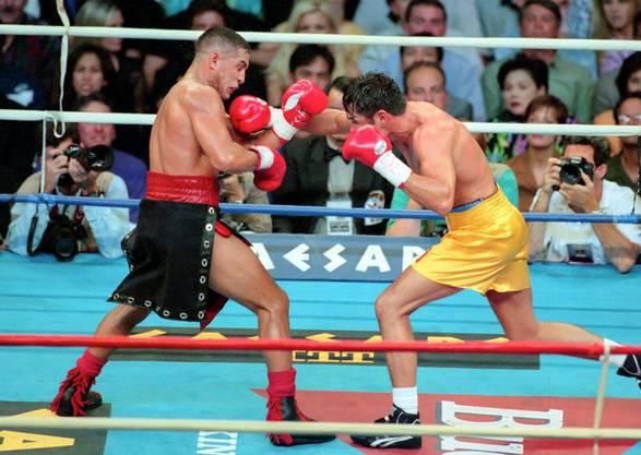 Hector Camacho in seinem Element, hier 1997 im Ring in Las Vegas gegen Oscar De La Hoya.