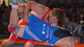 Mit Beinangriff sicherte sich Freiamts «Schwingereidgenosse» Pascal Gurtner (oben) vier Wertungspunkte auf dem Weg zum 8:4-Sieg über Sven Neyer. wr