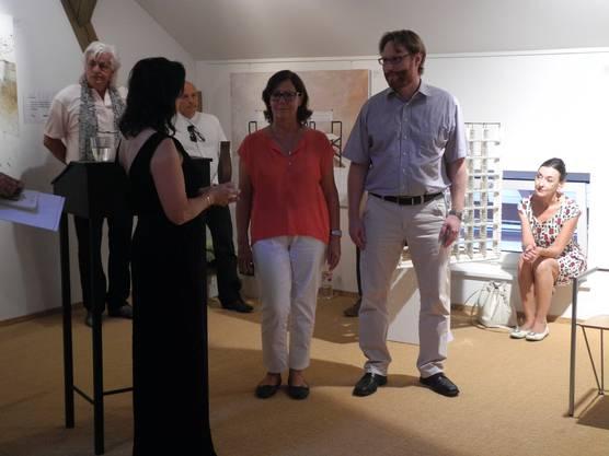 Emmely Scherrer und ihr Sohn David Scherrer erhielten für ihr Projekt Wings India ebenfalls den Friedenspreis überreicht