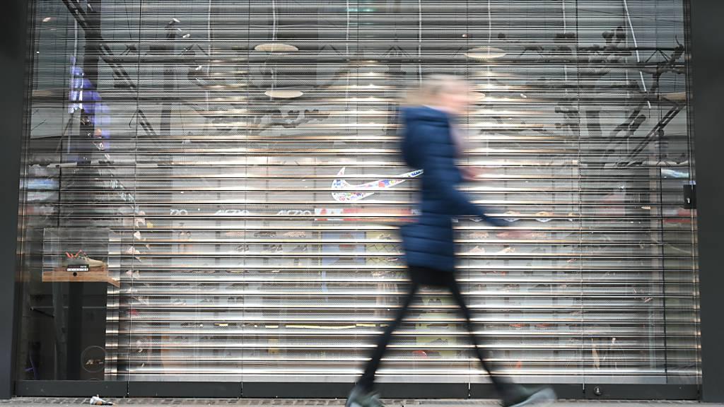 Angesichts der noch immer nicht ausgestandenen Virus-Krise in Deutschland trübt sich die Konsumstimmung wieder ein. (Archiv)