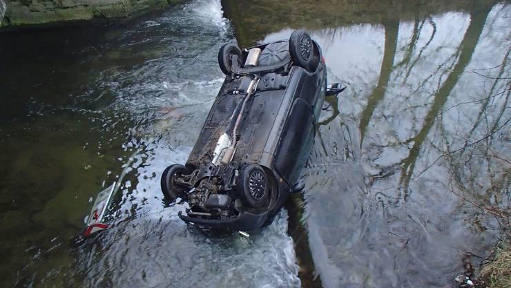 Autofahrer landet in Gränichen im Bachbett