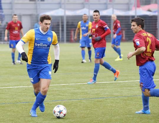 Einer der Neuen beim FCS am Ball - Santurbano