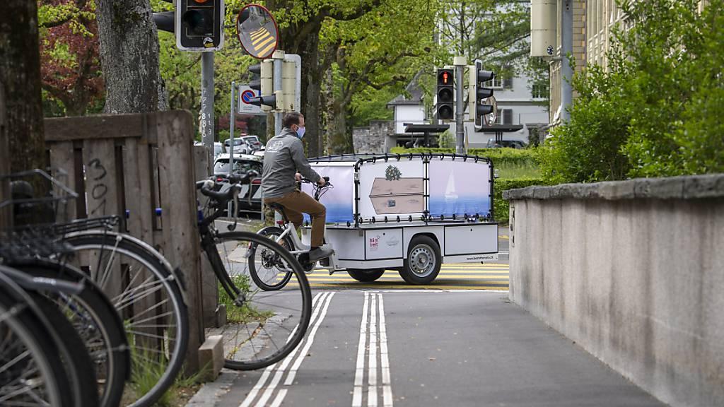 «Sinnliches Erlebnis»: Eine Probefahrt zur Lancierung des Bestattervelos in Bern.