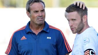 Zufrieden mit den Leistungen der Vorrunde: Wohlens Trainer Martin Rueda zusammen mit Captain Alain Schultz.