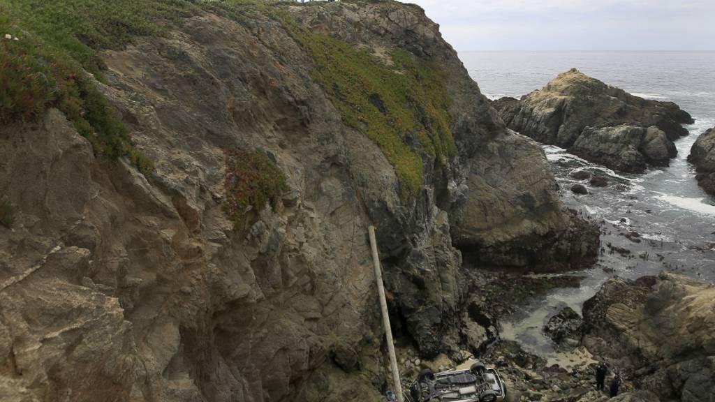 Auto in USA stürzt von 30 Meter hoher Klippe - Mutter und Tochter tot