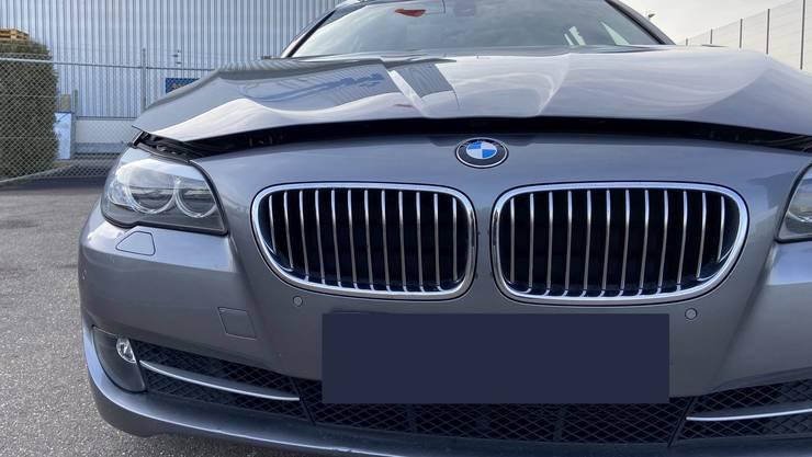 An der Möhliner Industriestrasse wurde eine Frau von einem BMW erfasst und verletzt.