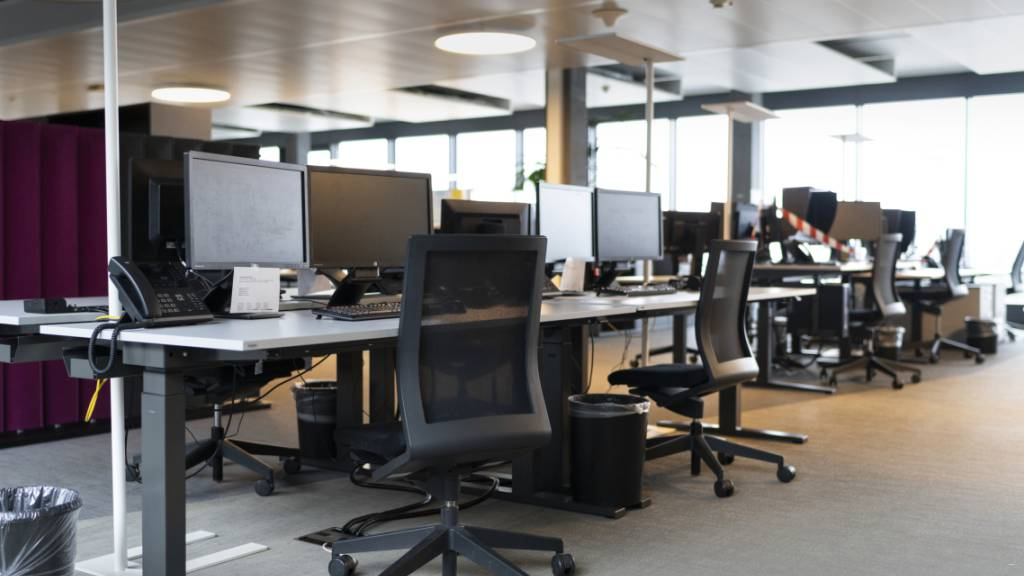 Viele Büro-Arbeitsplätze bleiben am Montag leer: Wer kann, muss im Homeoffice arbeiten. (Themenbild)