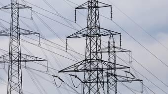 Die Tarife für das Schweizer Stromübertragungsnetz sinken 2019 erneut. (Archivbild)