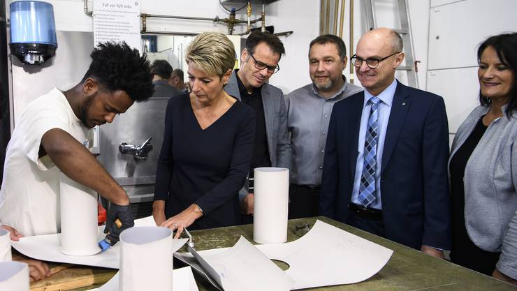 Am Montag besuchte Justizministerin Karin Keller-Sutter einen Spenglerei-Lehrbetrieb in Münchenbuchsee.