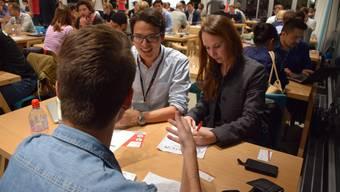 Speed Dating für Start-up-Unternehmen an der ETH Zürich im Jahre 2014. Jungunternehmer stellen sich vor und suchen Support.