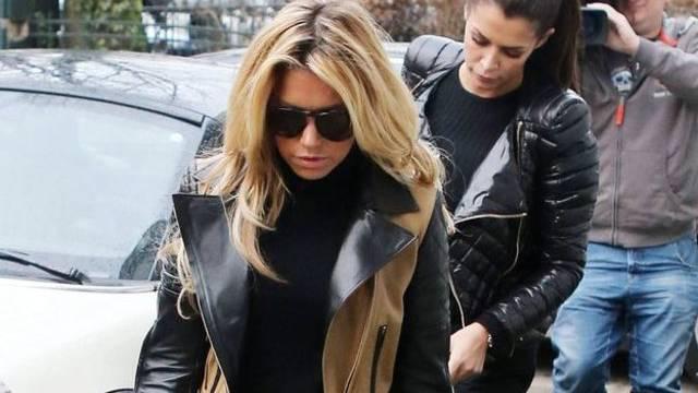 Sylvie van der Vaart und ihre Freundin Sabia Boulahrouz kehren vom Shopping heim nach Eppendorf (Archiv)