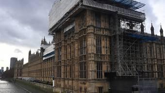 Das britische Parlament steht unter Zeitdruck und muss im Zusammenhang mit dem Brexit insgesamt 13 Gesetze verabschieden. Premierministerin Theresa May drängt unter anderem auf eine Verlängerung der Sitzungszeiten. (Archivbild)