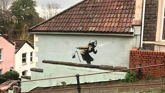 Ein Graffiti des Streetart-Künstlers Banksy ist auf einer Wand in der Vale Street in Bristol aufgetaucht. Foto: Claire Hayhurst/PA Wire/dpa - ACHTUNG: Nur zur redaktionellen Verwendung und nur mit vollständiger Nennung des vorstehenden Credits
