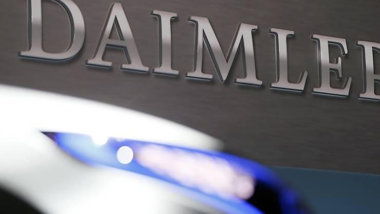 Daimler plant massiven Personalabbau. (Archiv)