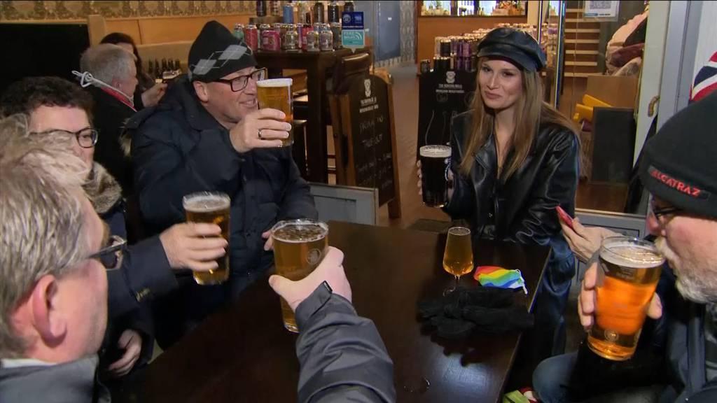 England: Biergärten öffnen wieder - Johnson mahnt zur Vorsicht