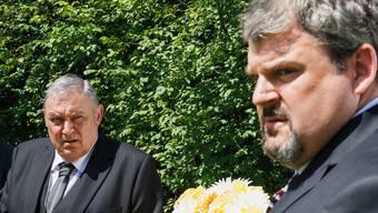Mathias Gnädinger und Mike Müller in der ersten Folge der zweiten «Bestatter»-Staffel. SRF