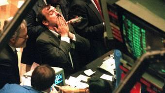 Kommt es wieder so weit? Händler an der New Yorker Börse während des grossen Krachs vom 19. Oktober 1987.  (KEYSTONE/EPA/AFP-FILES/MARIA R. BASTONE)