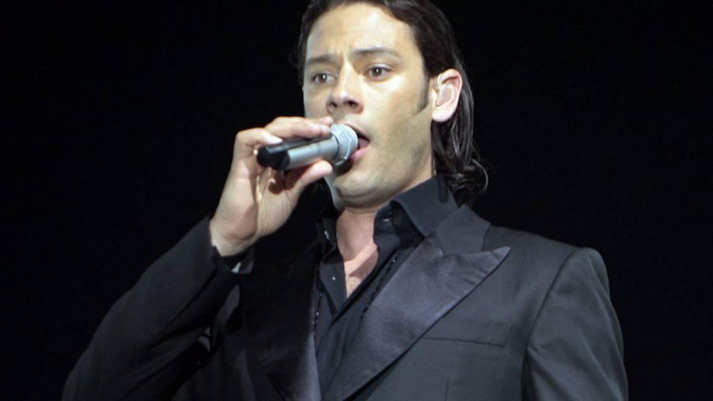 Urs Bühler während eines Konzerts im Zürcher Hallenstadion (Aufnahme vom Juni 2007).