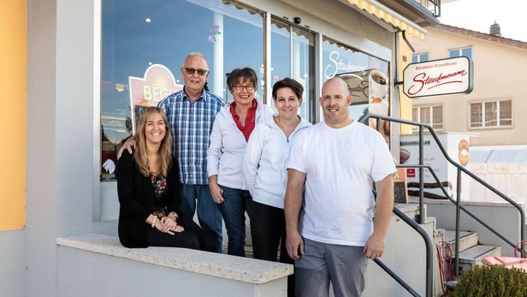 Die Bäckerei Staudenmann ist seit 70 Jahren in Familienhand, jetzt wird Jubiläum gefeiert: v.l Andrea, Erich, Margrit, Daniela und Markus Staudenmann.