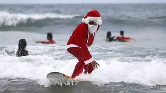 AZ-Stagiaire verbrachte Weihnachten in Australien. Dort soll es durchaus vorkommen, dass Santa Claus surfend Geschenke verteilt.