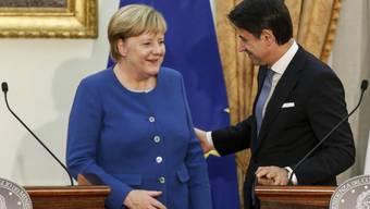 """Die deutsche Bundeskanzlerin Angela Merkel erklärte am Montag anlässlich ihres Besuchs beim italienischen Ministerpräsidenten Giuseppe Conte, die Kooperation mit der libyschen Küstenwache bei der Seenotrettung von Migranten sei """"verbesserungswürdig""""."""
