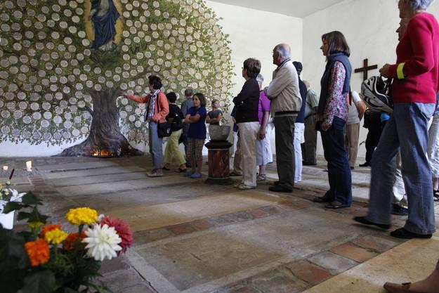 Zahlreiche Besucher nutzten die Gelegenheit hinter die sonst verschlossenen Tueren des Klosters zu blicken