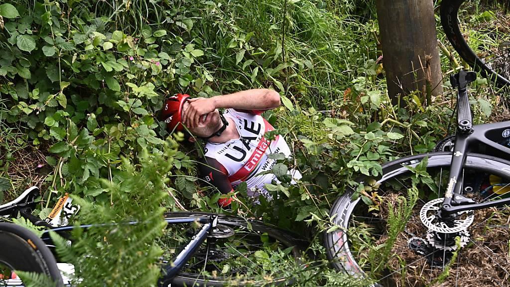 Nach einem schweren Sturz in der 1. Etappe schien für Marc Hirschi die Frankreich-Rundfahrt bereits früh gelaufen. Doch der Berner biss auf die Zähne und freute sich am Ende in Paris mit Tadej Pogacar über dessen Gesamtsieg
