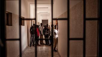 Migranten in einer Strafanstalt nahe der libyschen Stadt Misrata: Europa weiss nicht, wie es der Lage Herr werden will. KEY