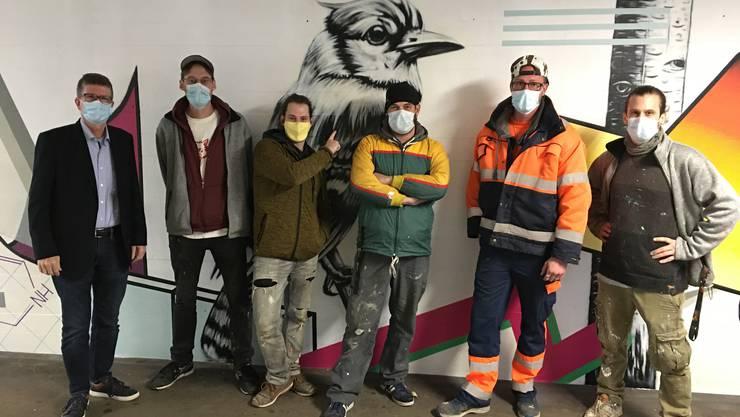 Andreas Kriesi (Stadtrat), Roger Baldauf, Marc Hepp, Peter Exer, Steven Stary (Bereichsleiter Baudienst, WVA) und Olivier Magnin in der neu gestalteten Unterführung.