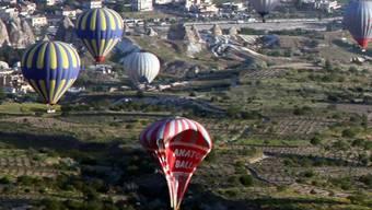 Ein Ballon von vielen stürzt ab