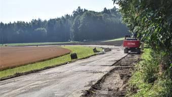 Auf diesem Abschnitt zwischen Waltenschwil und Hermetschwil wird im Rahmen der Sperrung der Belag saniert.