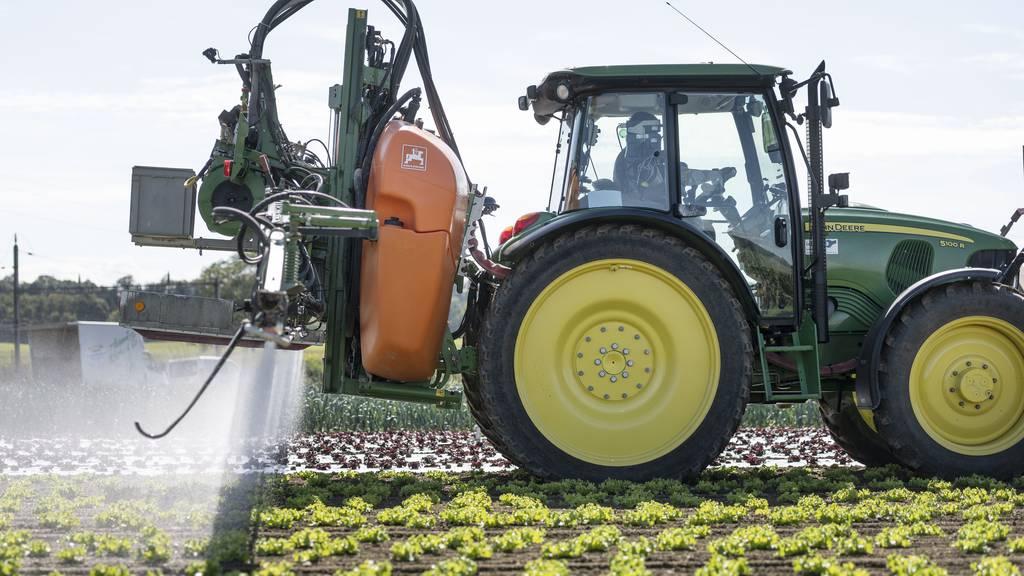 Pestizide werden versprüht