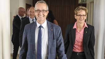 Stunde der Sieger in Liestal: Die Baselbieter Regierung mit SVP-Gesundheitsdirektor Thomas Weber und FDP-Baudirektorin Sabine Pegoraro an der Spitze schreitet zur Medienkonferenz.