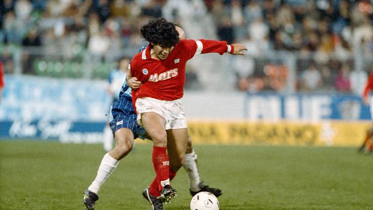 Hoher Besuch: Diego Armando Maradona spielte am 17. Oktober 1989 im Letzigrund mit Napoli gegen Wettingen.