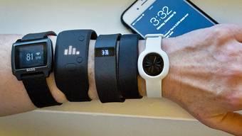 Fitness-Bänder-Verkauf beschert der US-Firma Fitbit rote Zahlen. (Archivbild)