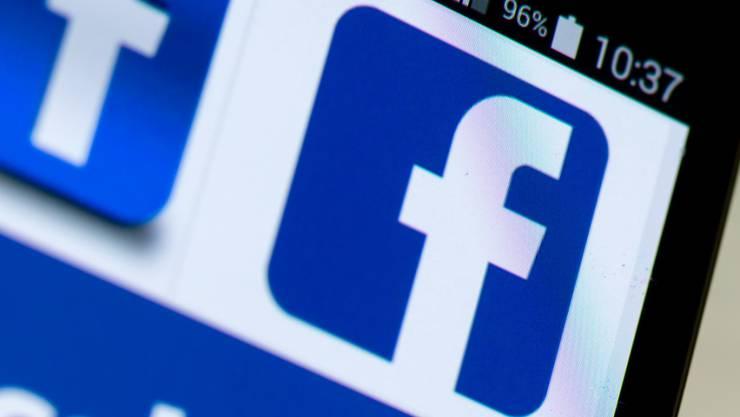 Trotz aller Kritik lockt die Social-Media-Plattform Facebook immer noch neue User an. (Archivbild)