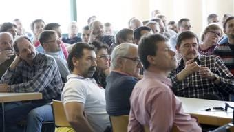 Eines des ausgezeichneten Bilder aus der Scintilla-Betriebsversammlung
