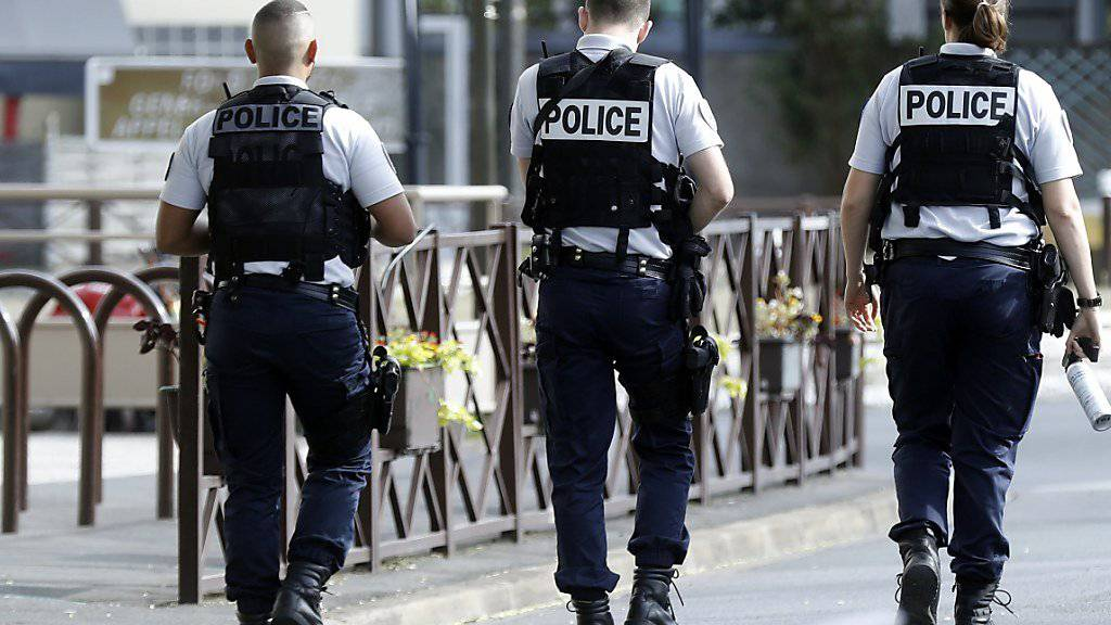 Die Polizei hob am Mittwoch ein Sprengstofflabor in der Nähe von Paris aus - darin soll ein Anschlag vorbereitet worden sein.