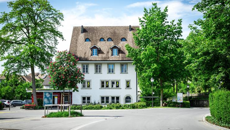 Das «Hirzelhaus» am Rande der Altstadt grenzt unmittelbar an den öffentlichen Seifi-Parkplatz.