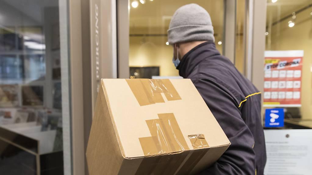 Paketlieferung nur gegen Begleichung der Zollgebühren? Die Schaffhauser Polizei warnt vor Betrugsmails im Namen der Zollbehörden. (Symbolbild)