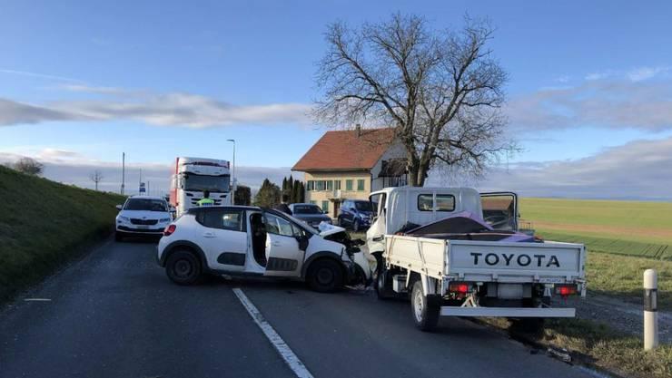 Bei einem Verkehrsunfall in Prez-vers-Noréaz FR sind drei Personen verletzt worden.