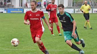 Trimbachs Captain und Topskorer Lucien Baumgartner (links) im Hinrundenspiel gegen den FC Härkingen.